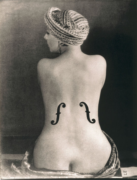 1575534-kiki-de-montparnasse-dans-le-violon-d-ingres